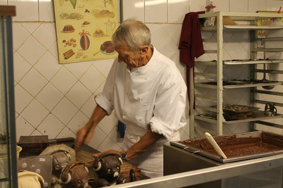 Museum of Cocoa and Chocolate (Musee du Cacao et du Chocolat) : Il cioccolatiere (parla solo francese)