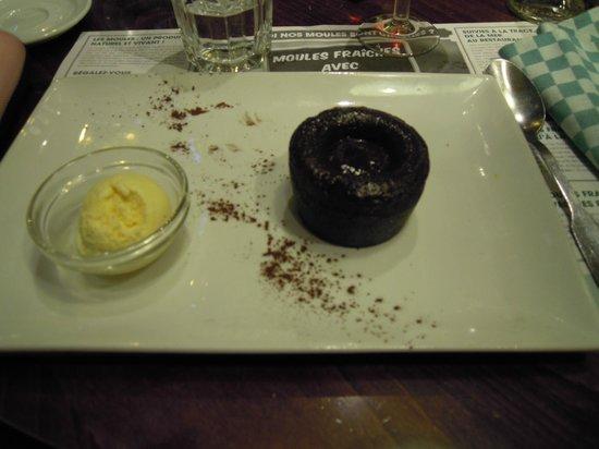 Leon de Bruxelles: tortino al cioccolato e gelato alla vaniglia