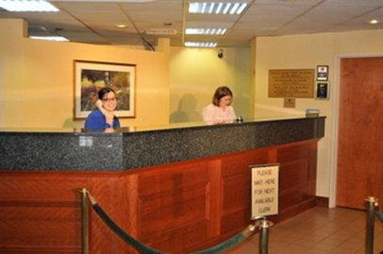 Best Western Olympic Inn: Front Desk