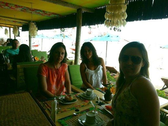 Orixas Art Hotel: Café da manhã na beira da praia