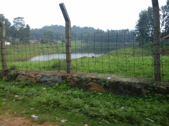 Dindigul, Indie: Small Lake with boating facility at sirumalai