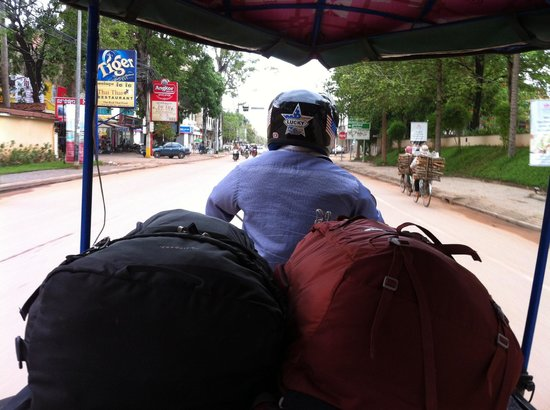 Angkor RF Boutique Hotel: Klinn, our driver, picked us up from the bus station for free & managed to fit both our bags!