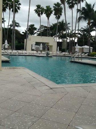 Pier Sixty-Six Hotel & Marina: pool area
