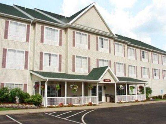 Coshocton Village Inn & Suites: Exterior
