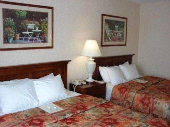 Coshocton Village Inn & Suites: Deluxe Standard Room