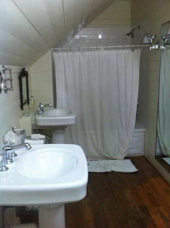 Inn at Serenbe: bathroom room 5