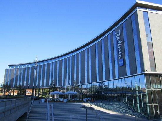 Radisson Blu Hotel Uppsala: отель Radisson Blu в  Упсале, вид с привокзальной площади