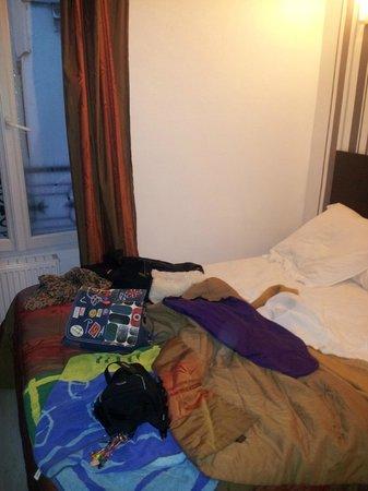 Hotel de l'Aveyron : lit