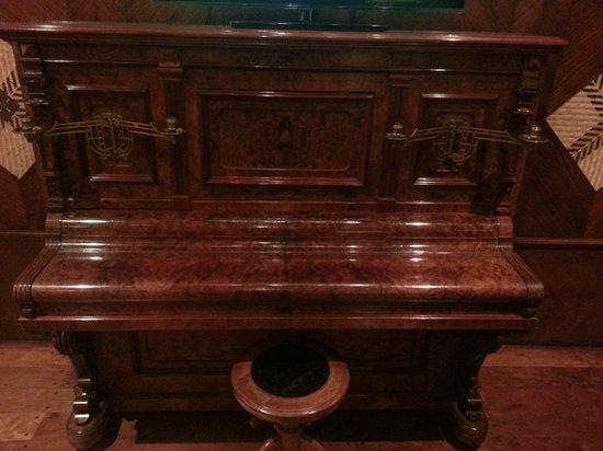 La Mision Hotel Boutique : Un piano antiguo muy bien conservado