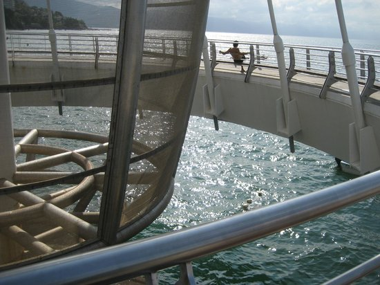 Los Muertos Pier: Where the sail descends upwards- in the middle of the pier