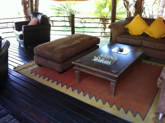 Toro Yaka Bush Lodge: Outdoor livingroom