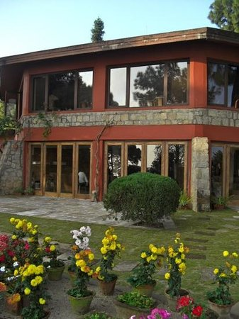Himalayan Height Resort: la salle a manger vue du jardin