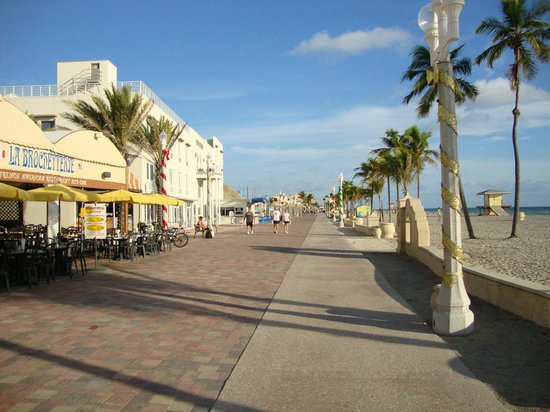 Hollywood Beach Tower: Hollywood beach boardwalk