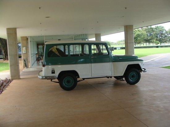 Brasilia Palace Hotel: Jeep histórico que usaron Niemeyer y Kubitschek en la construcción de Brasilia