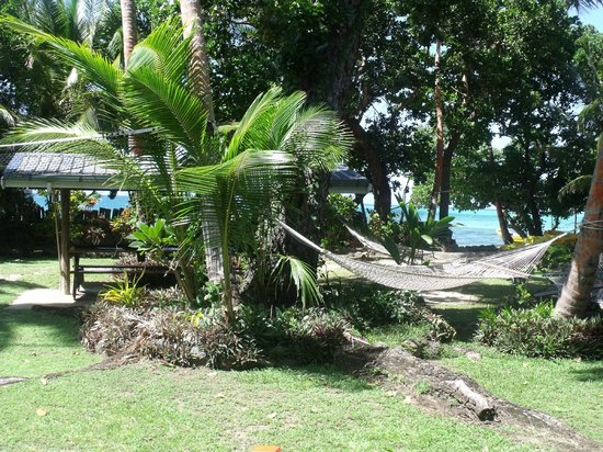 Safari Island Lodge: Outside between the beach and main building.