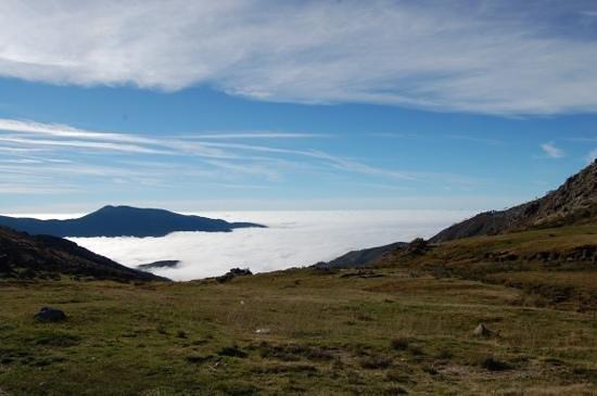 Parador de Gredos: Mar de nubes en el Puerto del Pico, otra visita muy recomendada si estas en el parador.