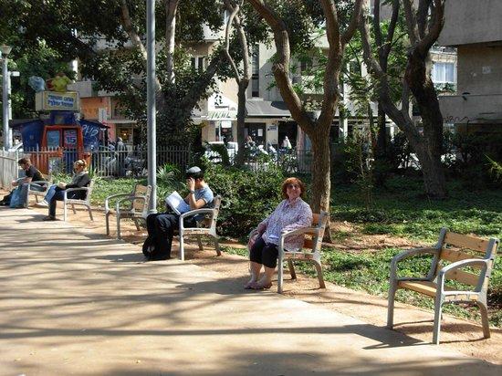 Скамейки на одного посетителя в Gan Meir Park