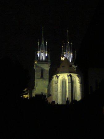 Royal Residence Ungelt: Вид с балкона ночью