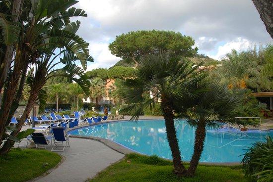 Albergo Terme La Reginella: scorcio zona piscine esterne