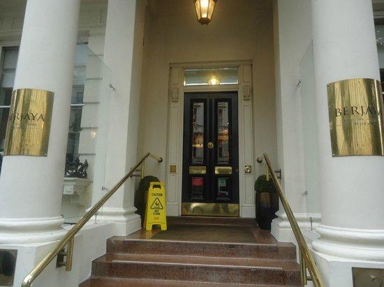 Berjaya Eden Park London Hotel: Entrada do hotel