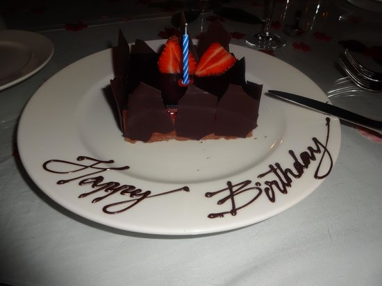 Hilton Ras Al Khaimah Resort & Spa : suprise birthday cake