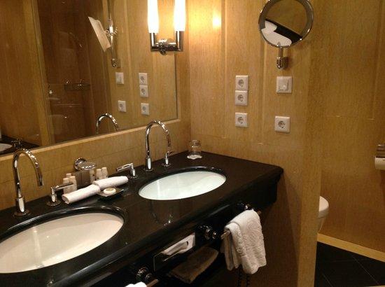 Bayerischer Hof Hotel: Waschbecken