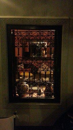 Riad Dar Dialkoum: Window in central courtyard