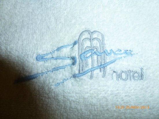 Hotel Sauce: detalle del bordado