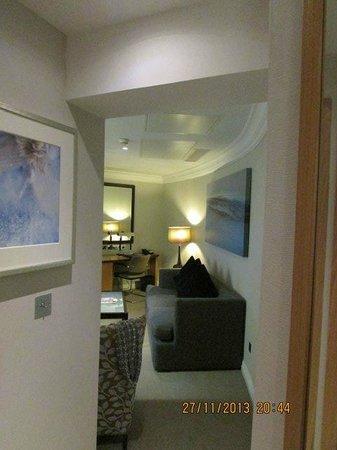 London Hilton on Park Lane: Hall to lounge.
