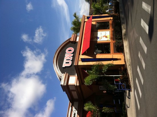 UNO Chicago Bar & Grill: Downtown Disney