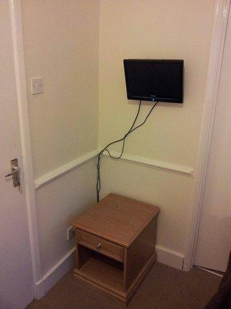 Garden Lodge Hotel: TV or rubbish iPad?