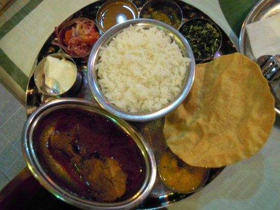 Sri Ram Indian Restaurant: 魚カレー定食