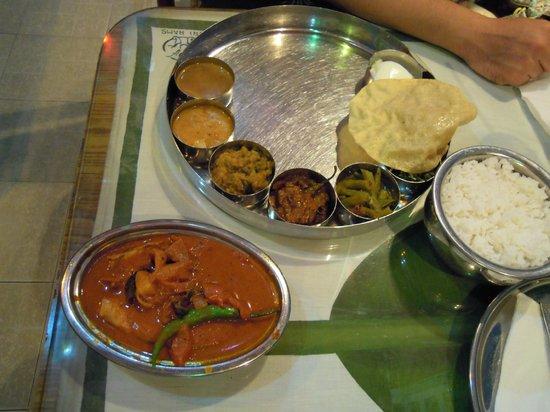 Sri Ram Indian Restaurant: チキンカレー定食