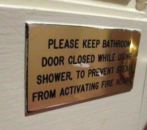 Park Inn by Radisson Shannon Airport : Bathroom sign