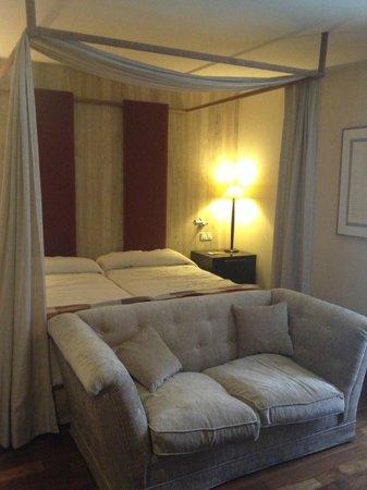 NH Collection Palacio de Burgos: cama