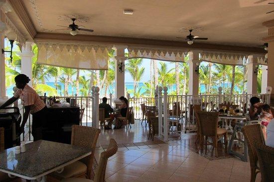 Hotel Riu Palace Punta Cana: Lunch at the beach buffet
