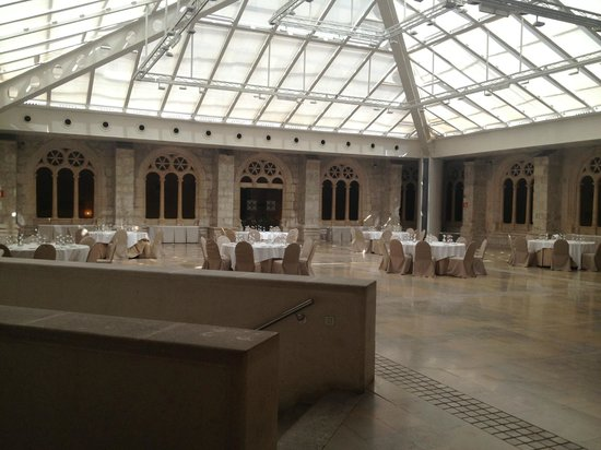 NH Collection Palacio de Burgos: patio interior del hotel