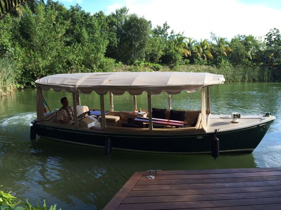 Rosewood Mayakobá: Boat to take you to your suite