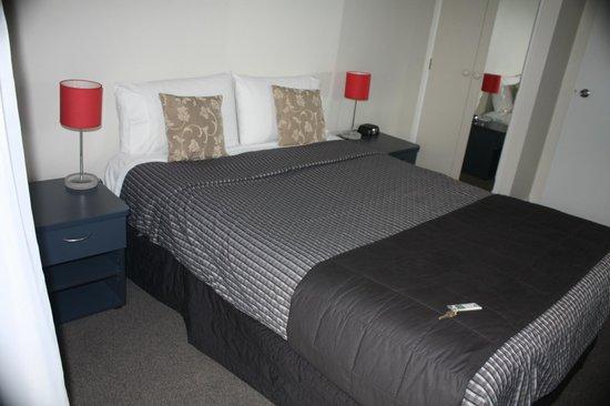 Arena Motel: Kingsize bed
