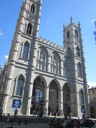 Exterior picture of notre dame basilica montreal for Exterior notre dame