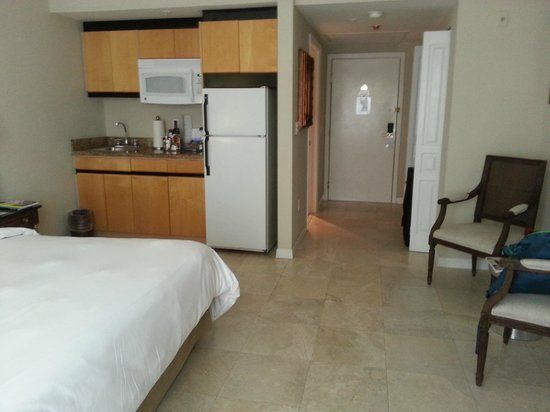 Bentley Hotel South Beach : fully equipped kitchenette