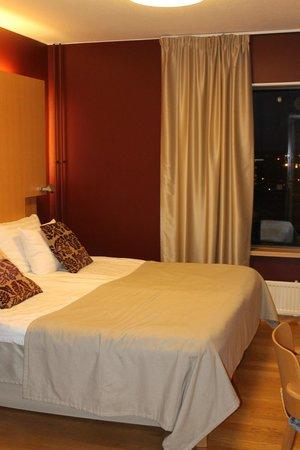 Original Sokos Hotel Ilves: A big double bed