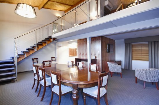Arkaba Hotel: Loft Suite - dining table