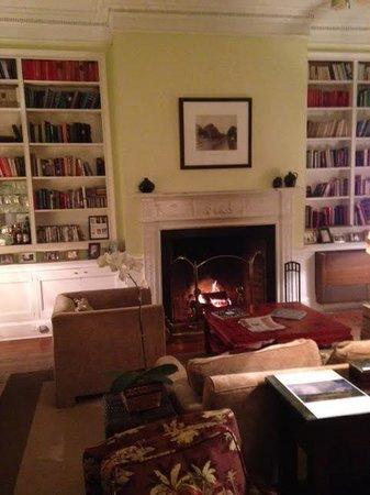 The Rhett House Inn: Reception/Living Room