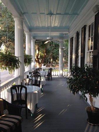 The Rhett House Inn: Front Porch