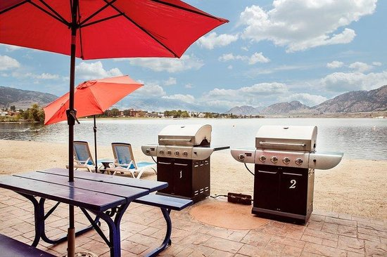 Coast Osoyoos Beach Hotel: Beach Side BBQ's
