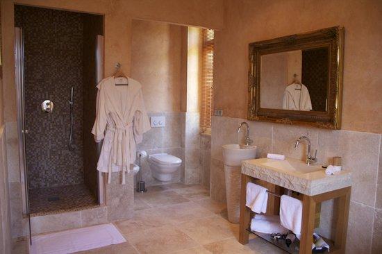 Chateau de Beguin : Salles de bain