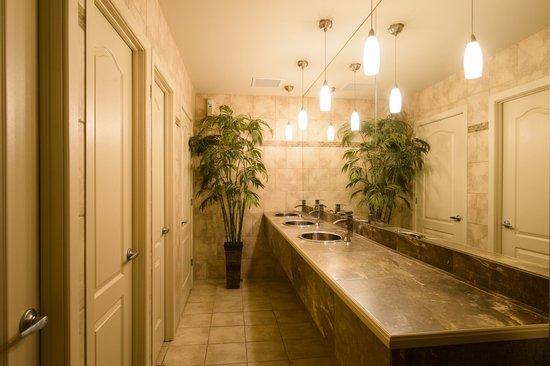 Hotel Le President: Salle de bain invités