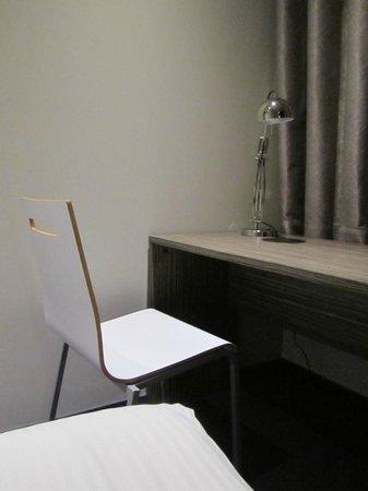 Court Garden Hotel: Tisch mit IKEA-Lappe