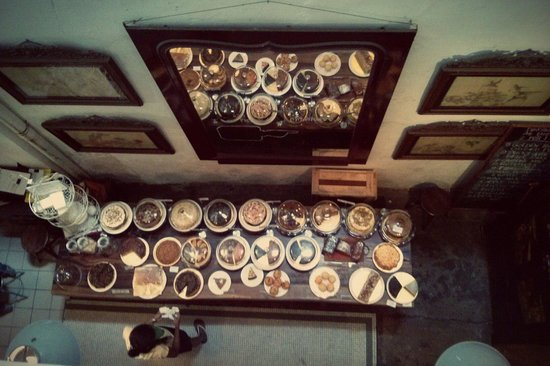 China House: The awesome cake table